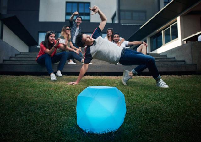 Lampe-enceinte Prisme Sphere Bluetooth CBLPRISMEM COLORBLOCK – Visuel