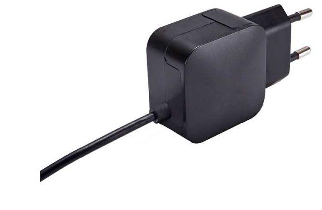 AC Adaptor for charging the Nintendo Switch - Packshot
